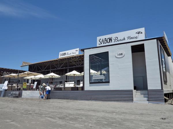 イスラエル発、世界に知られるボディケアブランド「SABON」の海の家。 width=