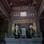 常楽寺仏殿。本尊の阿弥陀如来像、両側は脇侍の観音菩薩像、勢至菩薩像。他に蘭渓道隆像も安置されています。