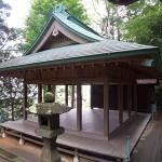 熊野神社(大船)本殿の手前にある舞台。