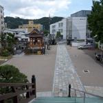 延命寺本堂から周辺をみます。奈良・平安の時代、道を挟んですぐのところに郡衙があり、まさに沼浜郷(現在の逗子市)の中心でした。