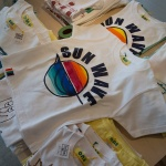鎌倉市腰越のハンドメイドブランド「one」のTシャツ。子供用(2,000円)もありました。