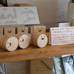木工デザイナー宮崎剛さんの作品。赤ちゃん用ガラガラは1,890円、TEETHパズル4,860円、TEETH BOX(乳歯入れ)2,916円など。