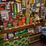 鎌倉ロコマート&ガーデン。奥のほうには道具がいろいろ。