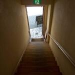 univibeは階段を上がって2階です。