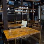 Rakaposhi(ラカポシ)の店内。奥が厨房です。
