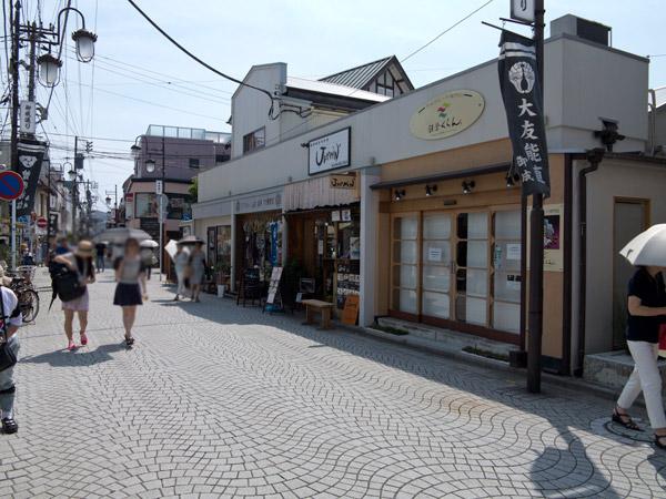 御成通りにある無国籍庶民料理、JAMMIN'。鎌倉駅裏駅(西口)を出たらすぐです。
