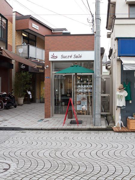 2015年夏にオープンしたレストランレネの軽食店。お茶、お菓子、お酒、つまみなど気軽に美味しい料理が味わえます。