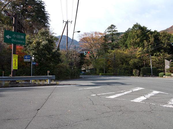 須雲川インター入口交差点。
