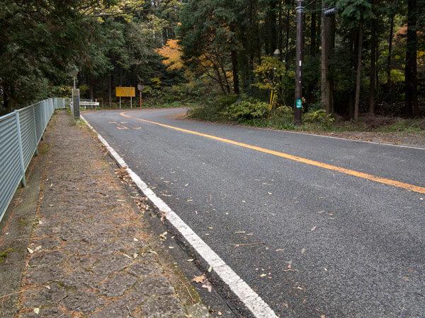 県道も随分登っています。橿木坂です。
