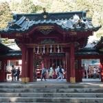 箱根神社の本殿前にある門。