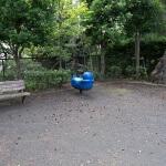 木曽塚の周囲は小さな公園になっています。