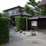 常楽寺の門手前を左に曲がります。