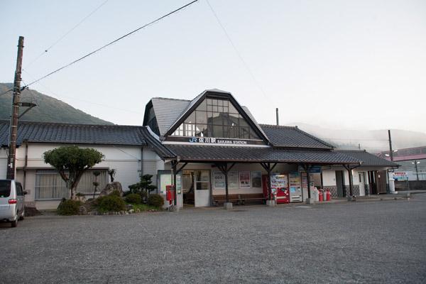 朝靄の佐川駅。6時30分。