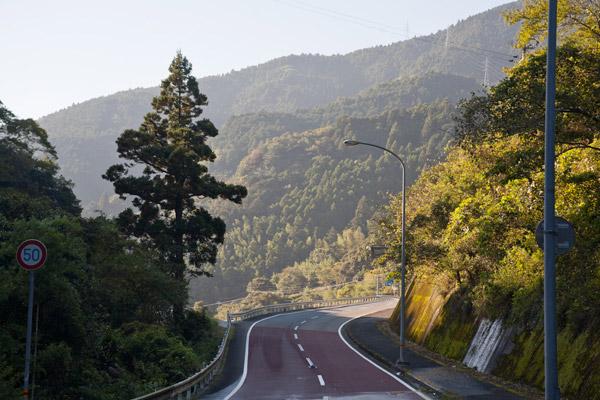 斗賀野トンネルを抜けると、はっとするような良い景色です。身体がしんどくなってきたところ、気分を治してくれました。