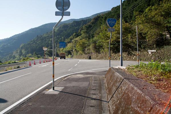 ここを右に曲がります。道標が小さいので要注意。8時35分。