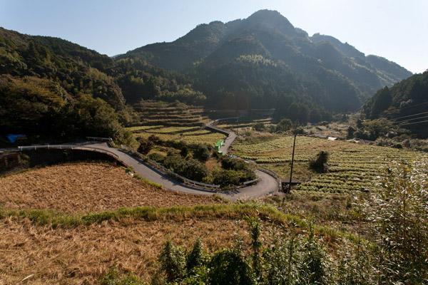 山間の景色。