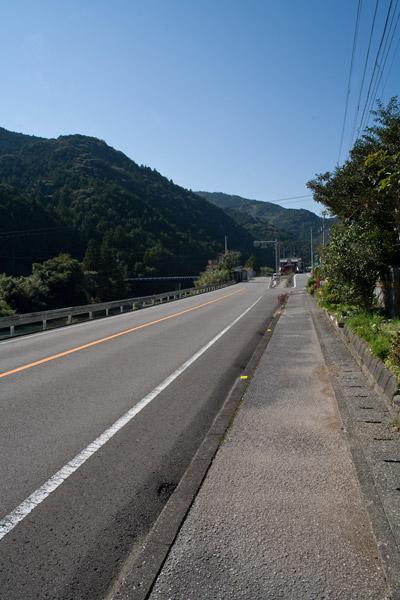 197号線に出たら右折、葉山の町を目指します。