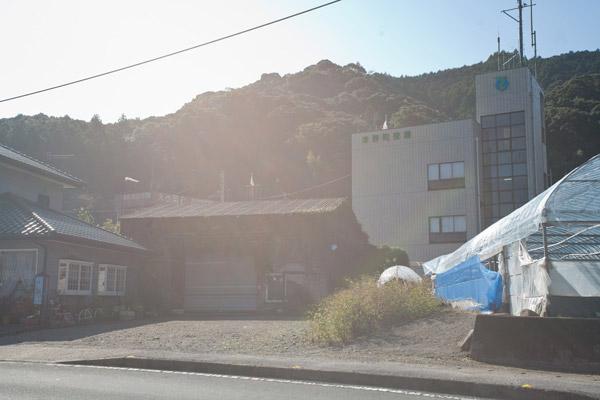津野町役場。1時47分。