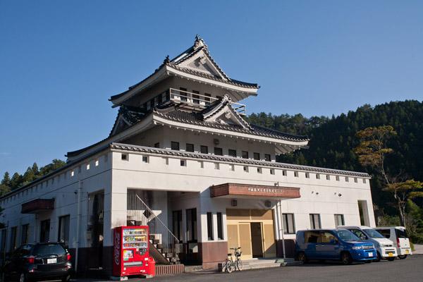 和田城跡・維新の門群像。3時12分。