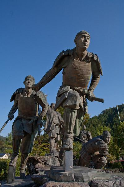 維新の門群像。那須信吾、前田繁馬、中平龍之助、吉村虎太郎。