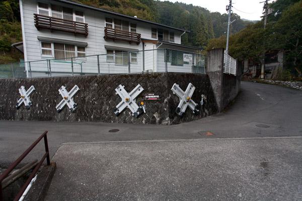 「脱藩の道」道標。
