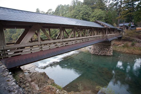 こんなにきれいな橋は初めてみました。豊かな自然に映えます。