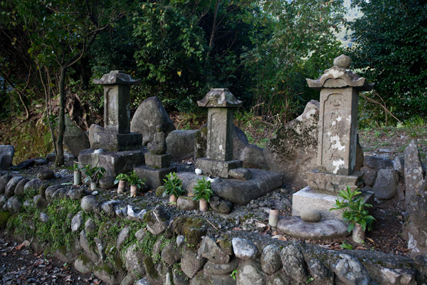 中平善之進の墓。江戸中期、農民のために闘った人物です。