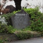 岩海岸の入口には、源頼朝船出の浜の石碑があります。これは、現代文による説明が刻まれています。