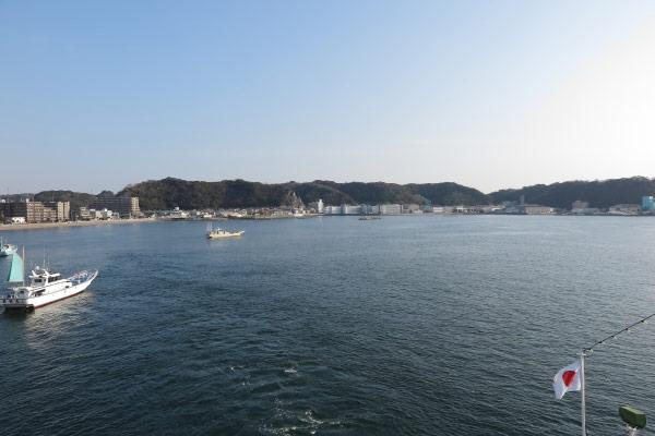 東京湾フェリー船上からみる久里浜港。