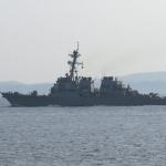 浦賀水道を米海軍横須賀基地に向けて航行する、米海軍アーレイ・バーク級ミサイル駆逐艦の13番艦「ステザム」(DDG-63)。横須賀を母港としています。