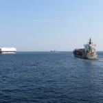 浦賀水道を船がたくさん通過していきます。