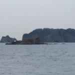 沖には見応えある島があります。