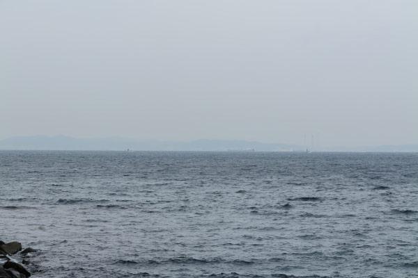 かなり曇っていましたが、対岸の三浦半島・横須賀がみえています。