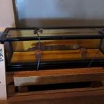 佐奈田霊社社殿内にある「秘蔵品、埋蔵刀」。