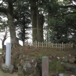 手附石、御神木、徳仁親王殿下登山記念之杉石碑、与一塚。