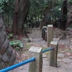 佐奈田霊社からねじり畑、文三堂へと続く階段。