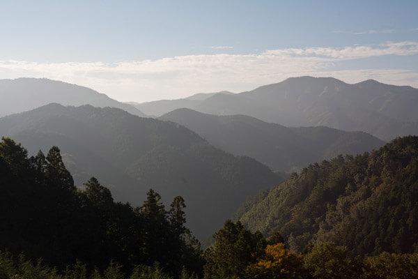 榎ヶ峠付近、脱藩の道を少し外れた場所からの絶景。この後のアクシデント続発は想像もできません。