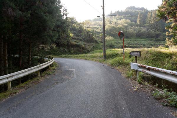 しばらく、舗装道路と林道、山道を交差しながら進みます。