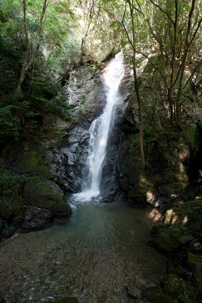 三杯谷の滝に到着。1時58分。清らかな滝に癒やされます。