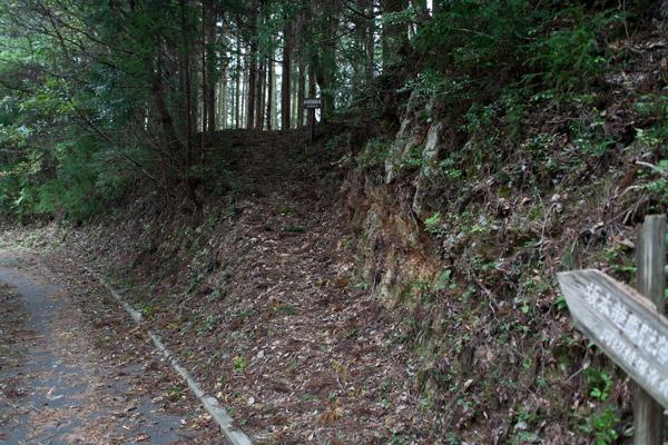 泉ヶ峠に向かいます。3時44分。