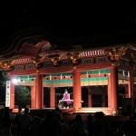 鶴岡八幡宮、ぼんぼり祭り。舞殿で行われた森川浩恵さんの琴の演奏。