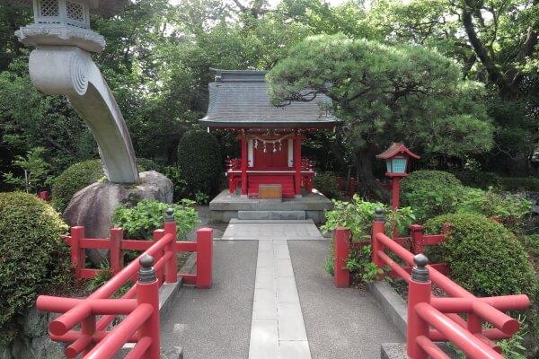 厳島神社。北条政子が勧請したといいます。
