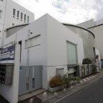 タローズハウスの入口は小町通りからアイザ鎌倉を抜けて反対側にあります。