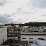 屋上からの景色。JR鎌倉駅側。駐輪場を挟んですぐホームです。