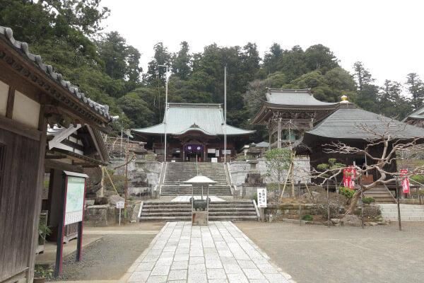 清澄寺。日蓮が入門、出家し、立教開宗した寺院。