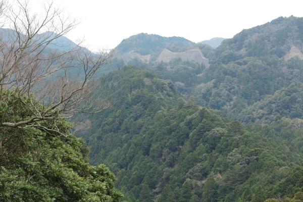清澄寺門前から望む山々。標高は310メートル程です。