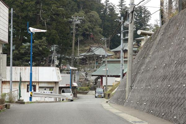 清澄寺と門前。