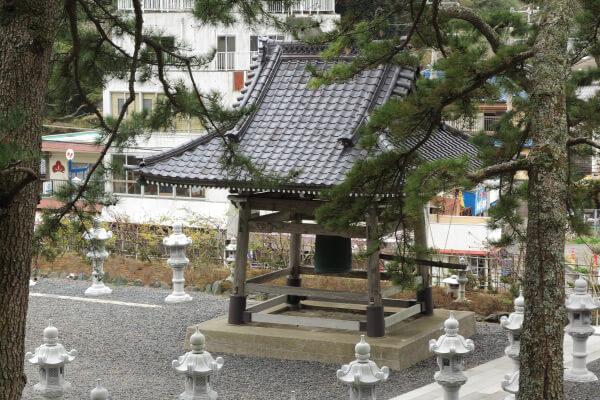 誕生寺、鐘楼。