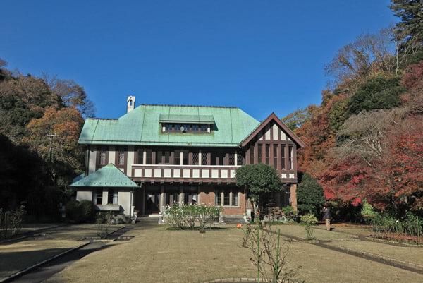 晩秋の旧華頂宮邸。